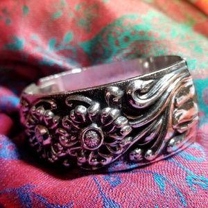 Vintage Flower bracelet repousse silver tone
